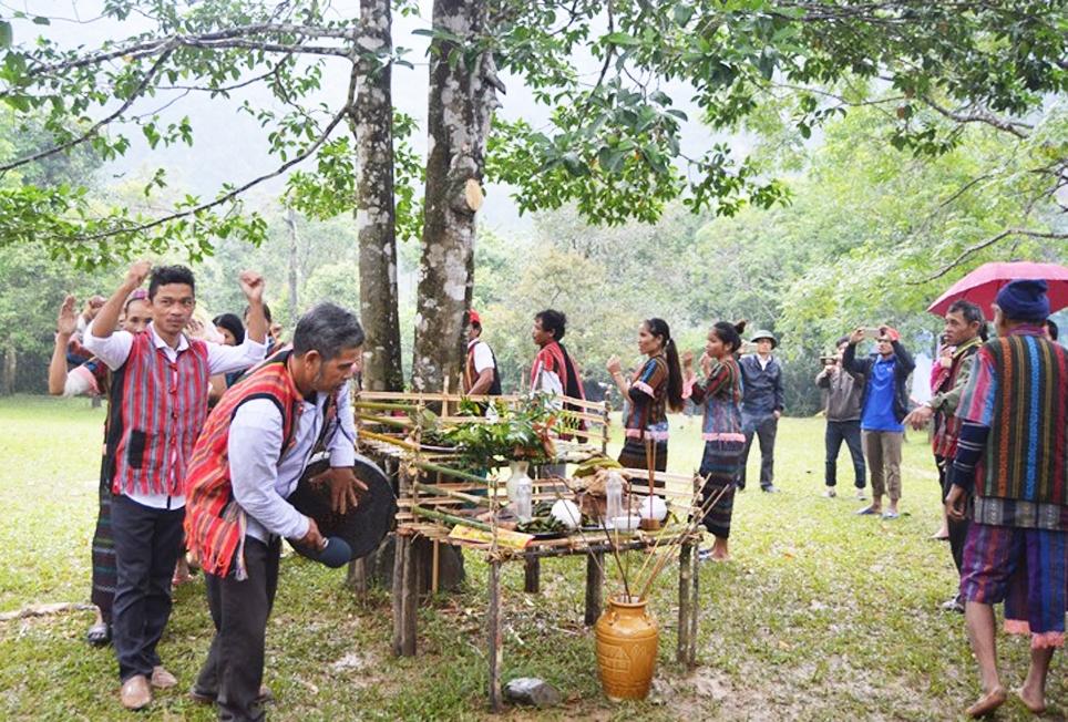 Lễ hội mừng cơm mới của đồng bào Bru Vân Kiều