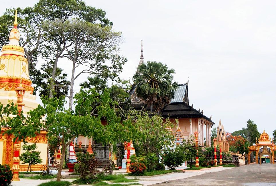 Các chùa Phật giáo Nam tông Khmer trên địa bàn tỉnh tạm dừng tổ chức các hoạt động tín ngưỡng, tôn giáo. (Trong ảnh: Chùa cổ Xiêm Cán ở xã Hiệp Thành, TP. Bạc Liêu không bóng người trong mùa dịch)