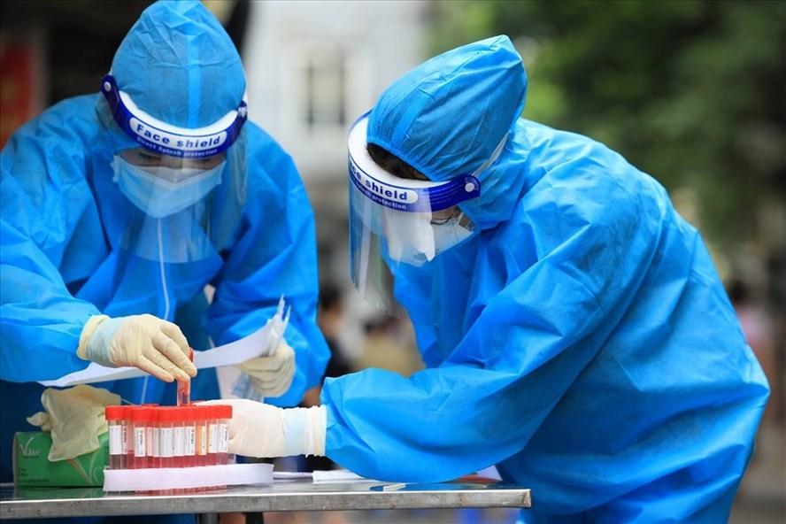 Hà Nội ban hành kế hoạch thần tốc xét nghiệm và tiêm vắc xin đến ngày 15/9. Ảnh minh họa