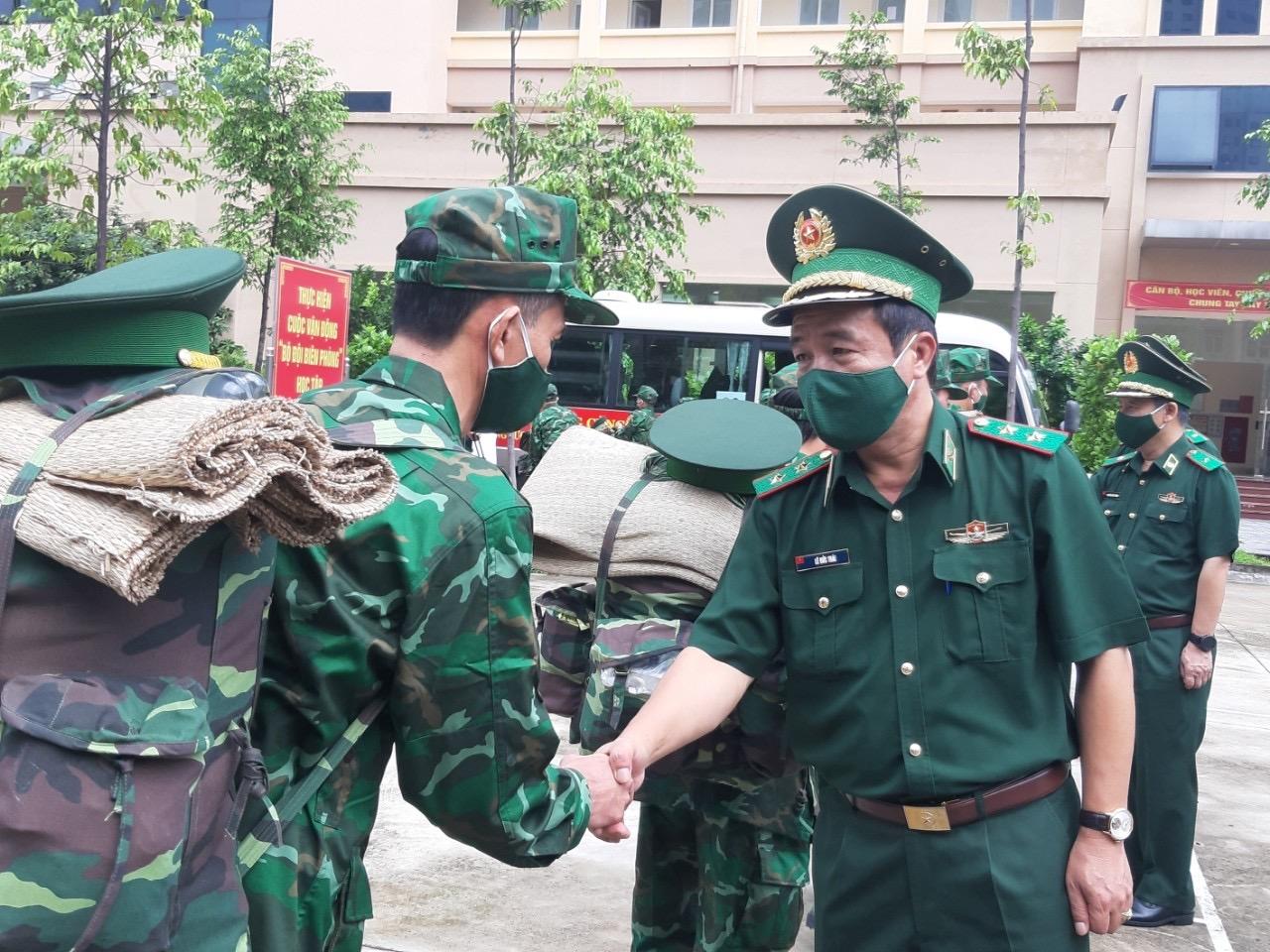 Tư lệnh BĐBP Lê Đức Thái động viên cán bộ, chiến sĩ Quân y trước giờ lên đường