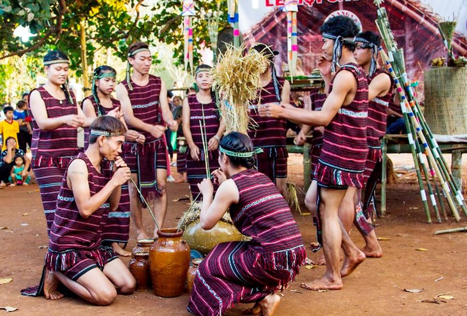 Lễ hội Sa Yang Va (Lễ mừng lúa mới) của đồng bào dân tộc Chơ Ro ở Long Khánh. (Ảnh tư liệu)