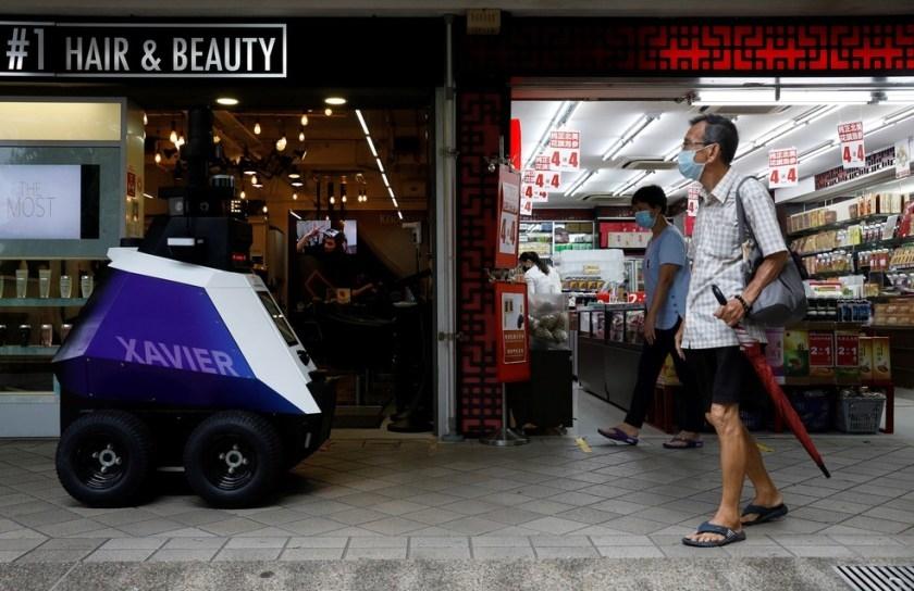 Robot Xavier có khả năng giám sát 24/24 giờ (Ảnh: Reuters)