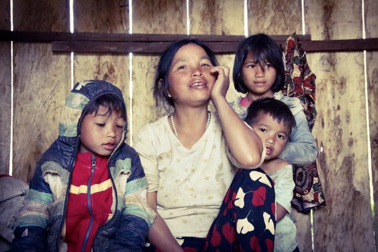 Chị Y Phê năm nay chỉ 39 tuổi - mẹ của 10 đứa con và là lao động chính trong nhà