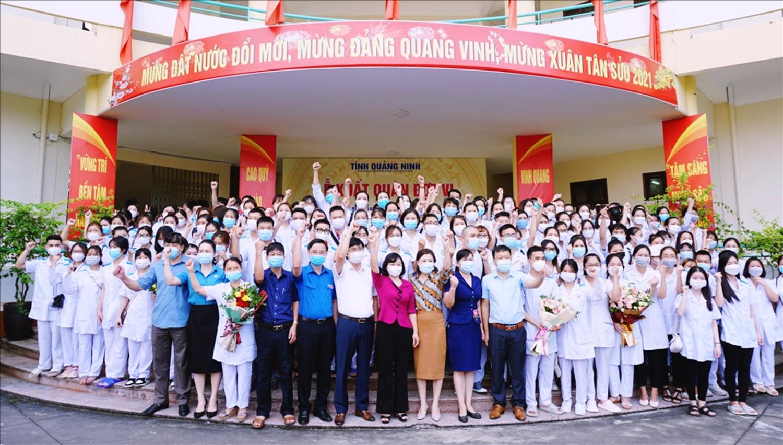 Quảng Ninh cử đoàn 500 cán bộ, nhân viên y tế tham gia chống dịch tại Thủ đô Hà Nội