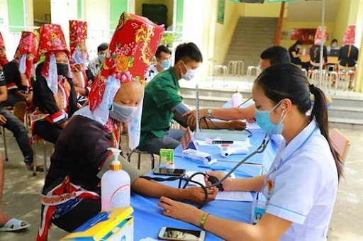 Đồng bào dân tộc thiểu số tiêm vắc xin phòng Covid-19. Ảnh: La Lành