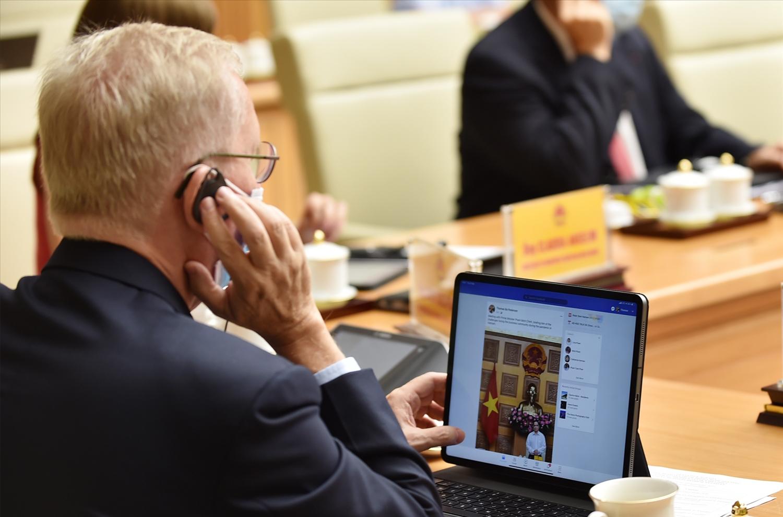 Các Đại sứ và đại diện lãnh đạo một số doanh nghiệp EU đánh giá cao việc tổ chức cuộc làm việc để đối thoại về các biện pháp giải quyết những khó khăn, vướng mắc của doanh nghiệp trong bối cảnh hiện nay. Ảnh: VGP/Nhật Bắc