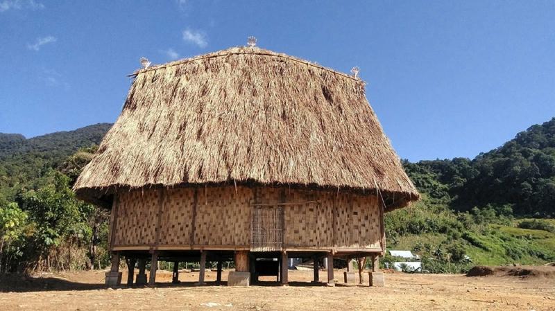 Chai Quập (một dạng nhà Rông sinh hoạt cộng đồng) được dựng lên
