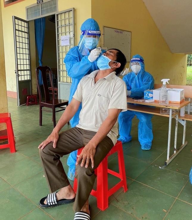 Người dân ở các buôn làng thực hiện tốt phòng chống dịch