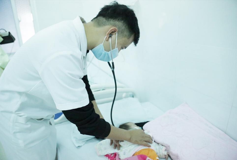 Lấy mẫu máu xét nghiệm sàng lọc sơ sinh giúp phát hiện và điều trị kịp thời, hiệu quả nhiều bệnh lý ở trẻ