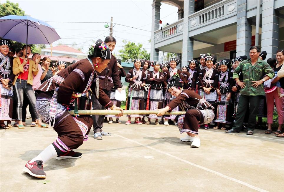 Với sự phong phú và độc đáo của bản sắc văn hóa đồng bào các dân tộc, Lai Châu có nhiều tiềm năng phát triển du lịch cộng đồng. (Ảnh tư liệu, chụp trước ngày 27/4/2021)