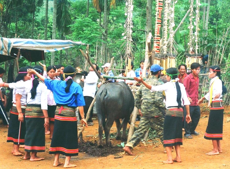 Đồng bào Xơ đăng thường múa chiêu trong các nghi lễ hiến tế (Ảnh TL)