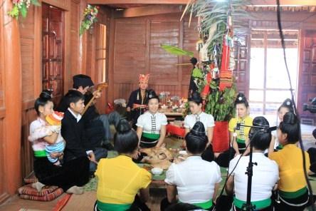 Nghi lễ Then xò lụ của một gia đình người Thái ở Điện Biên (Ảnh TL)