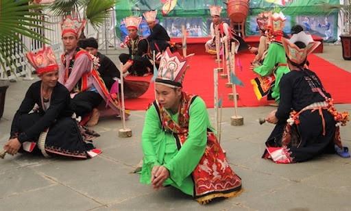 Điệu múa rùa (múa bắt ba ba) trong Tết Nhảy của người Dao (Phú Thọ)