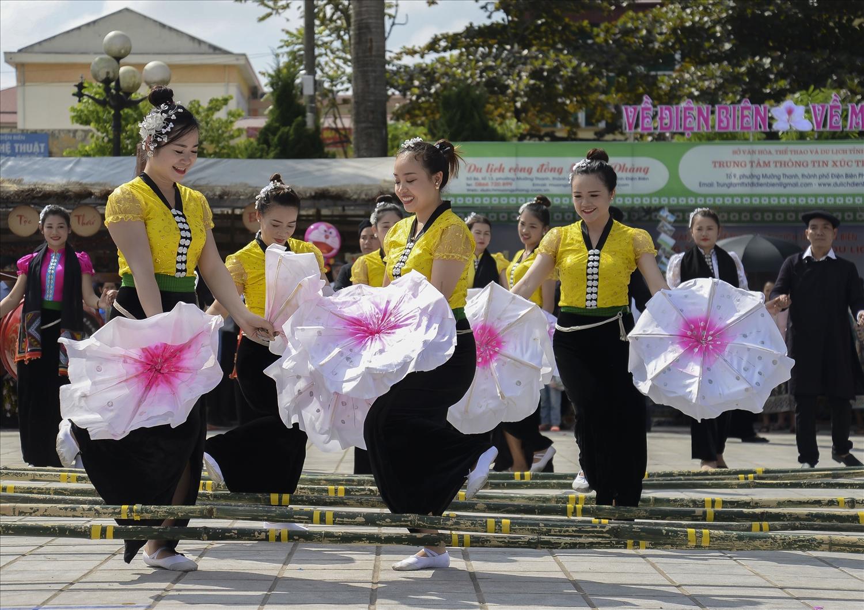 Điệu múa nhảy sạp của thiếu nữ Thái Điện Biên (Ảnh minh họa)