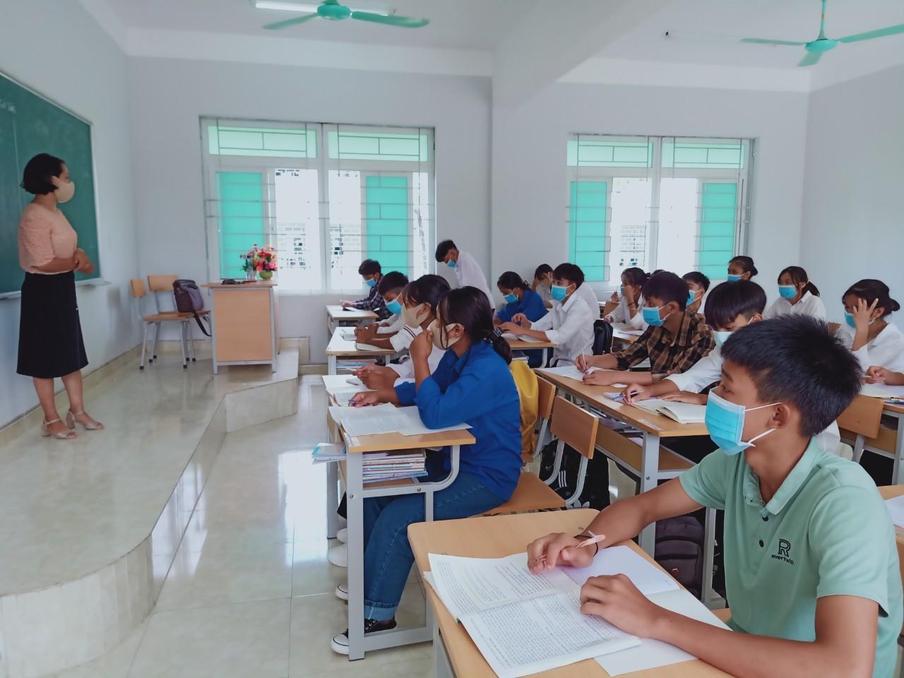 Trường PTDTNT huyện Nậm Nhùn đảm bảo an toàn phòng chống dịch trong nhà trường.