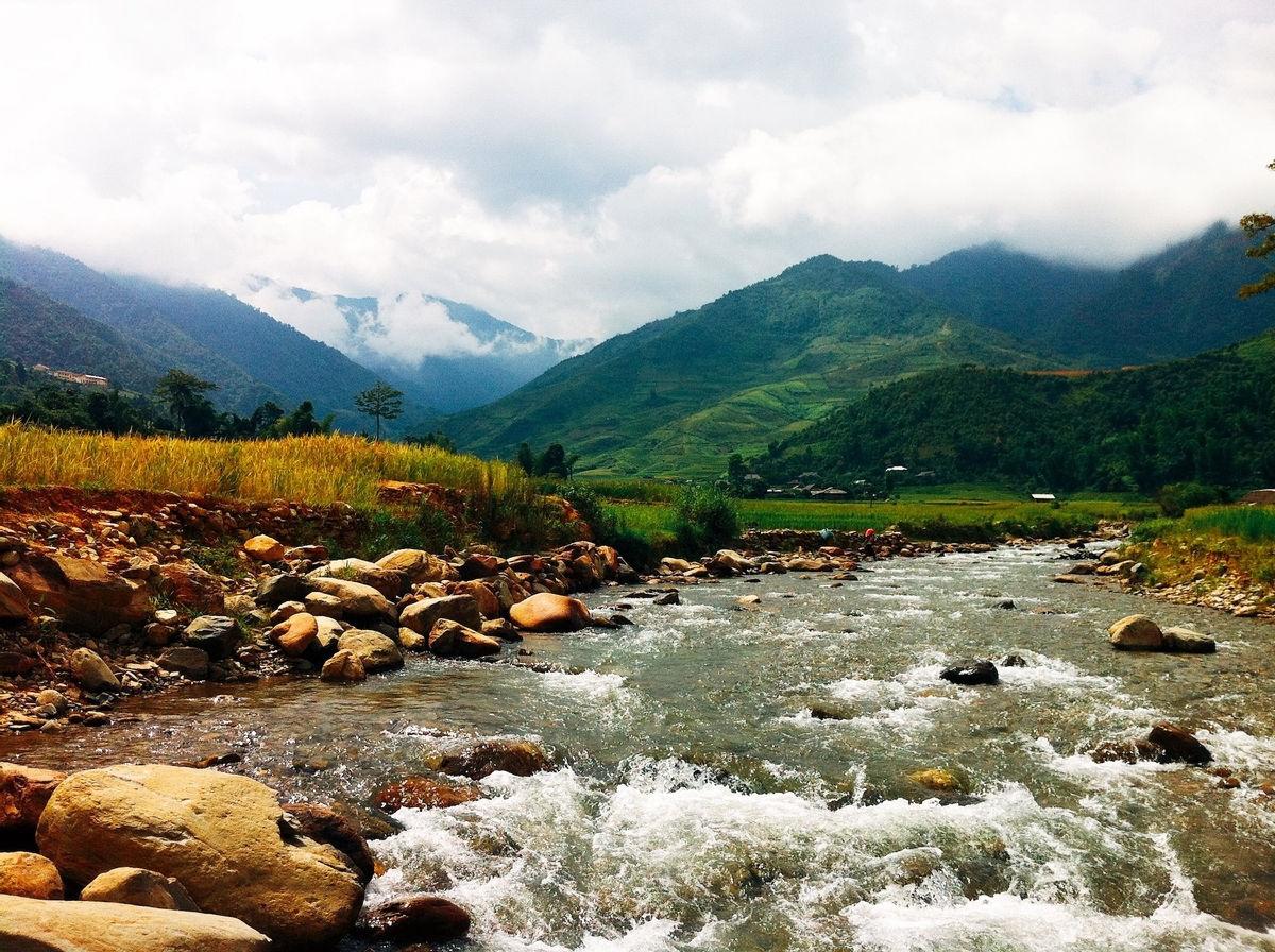 Dòng suối Nậm Lung cung cấp nước tưới tiêu, sinh hoạt cho người dân xã Tú Lệ