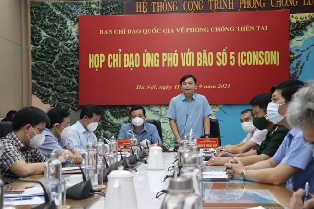 Thứ trưởng Bộ NN&PTNT Nguyễn Hoàng Hiệp đề nghị các địa phương phải chỉ đạo phòng chống quyết liệt hơn trong bối cảnh vừa chống bão, vừa chống dịch