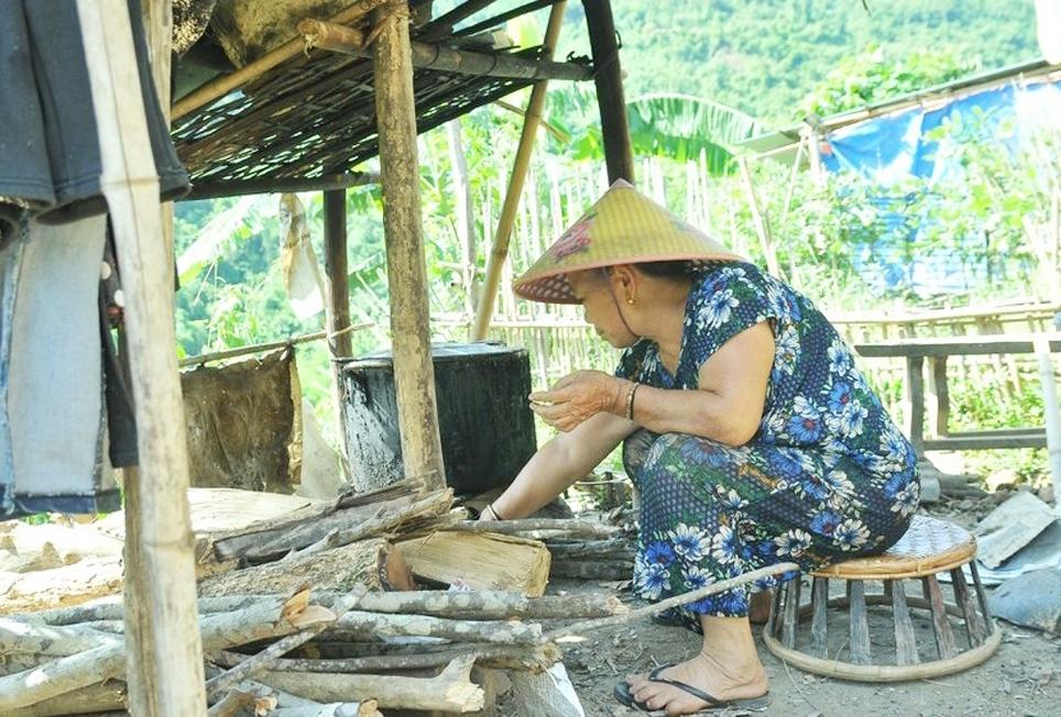 Gia đình bà Lô Thị Lâm cũng như nhiều gia đình khác, phải sống tạm bợ chờ tái định cư