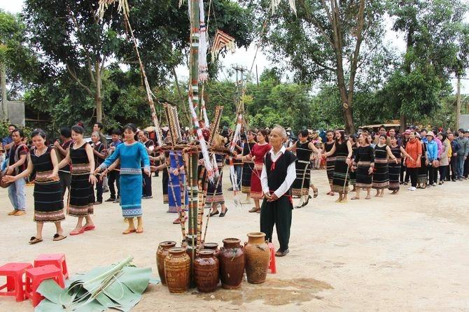 """Lễ hội """"Mở cửa kho lúa"""" của đồng bào Rơ Măm ở Kon Tum"""