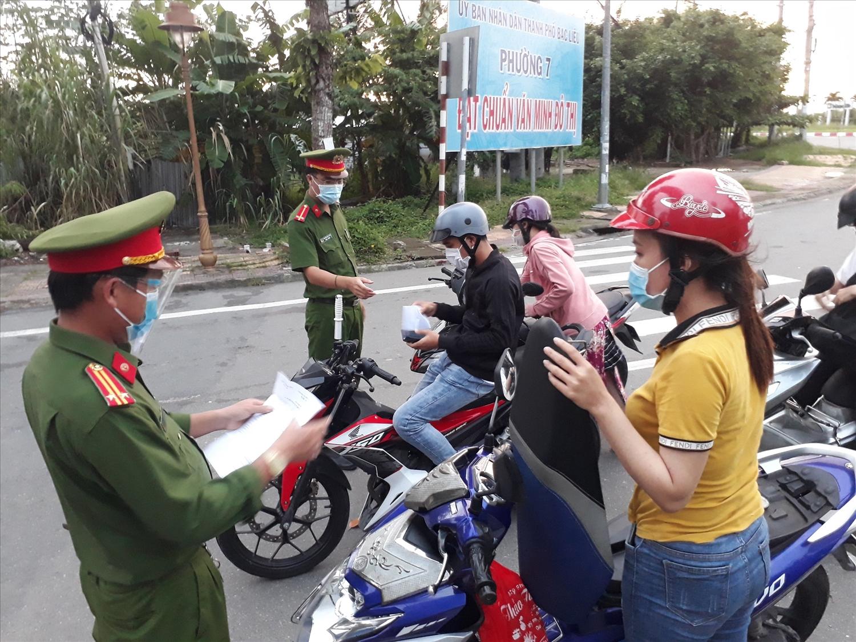 Bạc Liêu kiểm soát chặt các trường hợp người dân ra đường