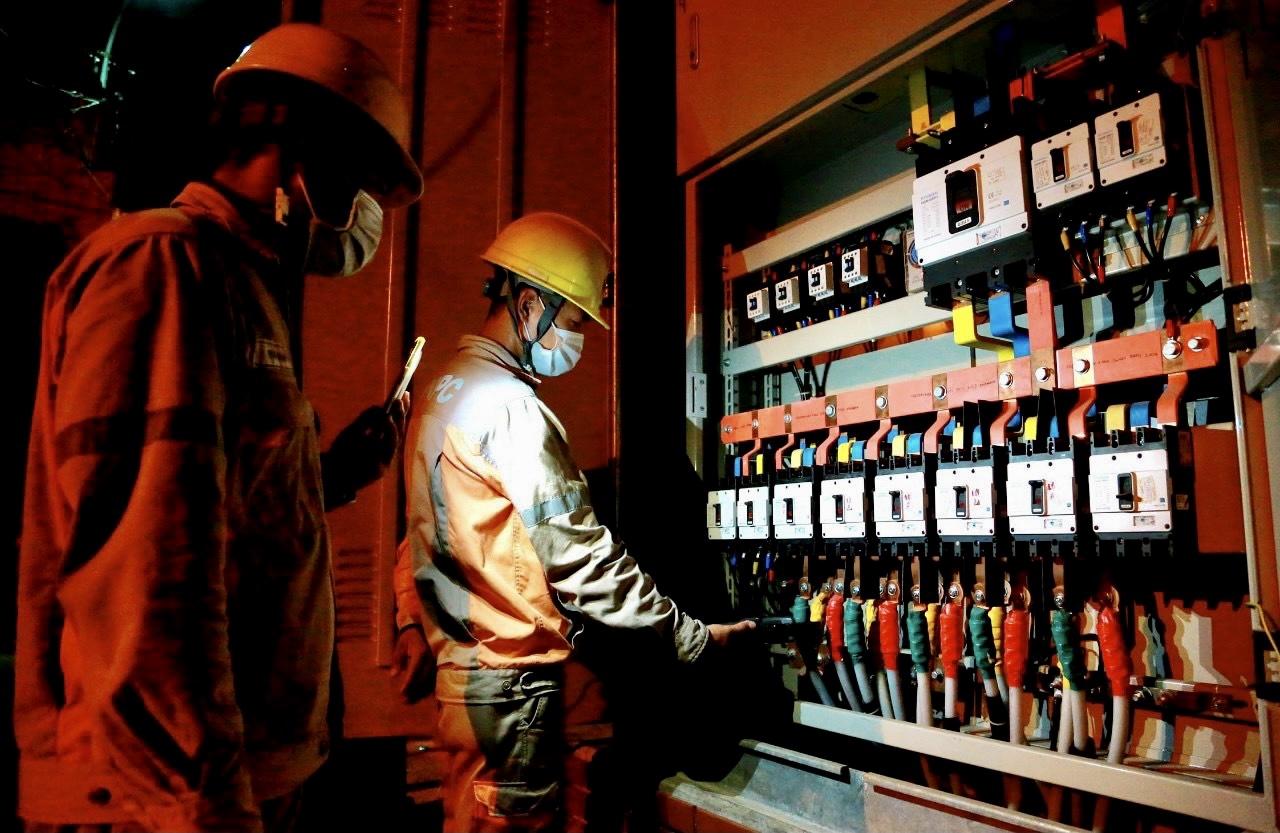 Tập đoàn Điện lực Việt Nam (EVN) đã thực hiện tốt nhiệm vụ kép, vừa đảm bảo phòng chống dịch COVID-19 diễn biến hết sức phức tạp, vừa đảm bảo cung cấp điện phục vụ kinh tế xã hội của đất nước và sinh hoạt người dân