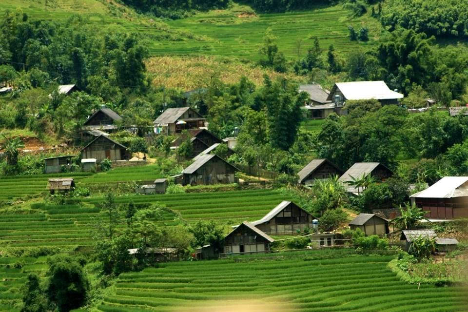 Những nếp nhà sàn xinh xắn nép bên sườn núi ở Mai Châu