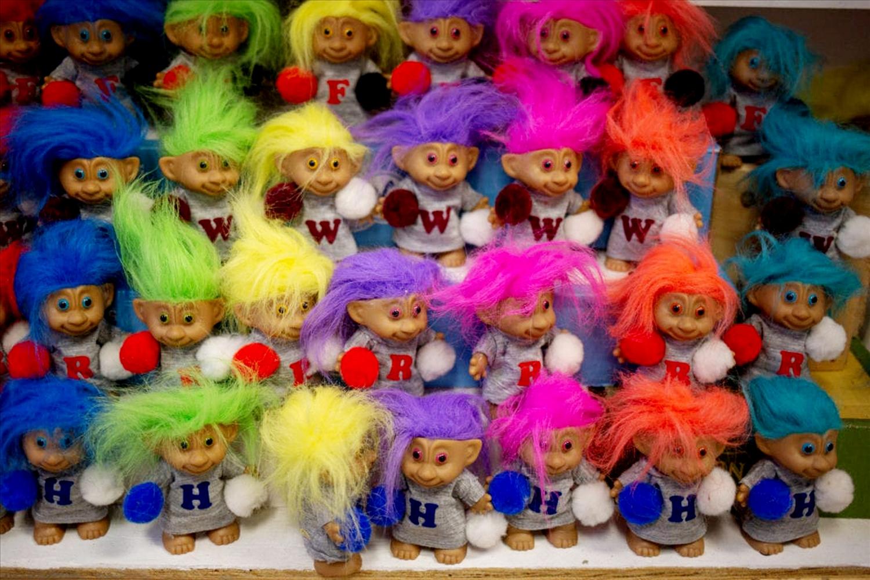Những chú quỷ lùn màu tóc sặc sở rất dễ thương tại Bảo tàng Troll Hole