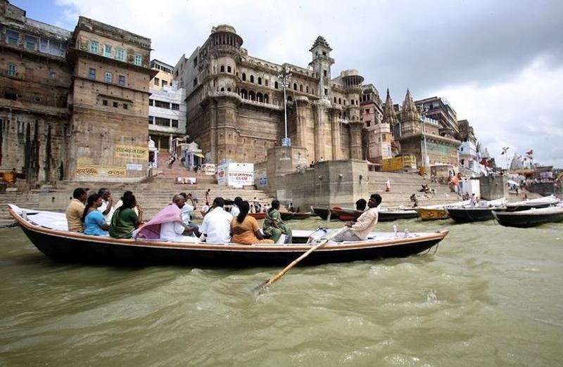 Thành phố bên sông Hằng Varanasi của Ấn Độ thu hút khoảng 300.000 du khách mỗi năm trước Covid-19 (Ảnh: REUTERS)