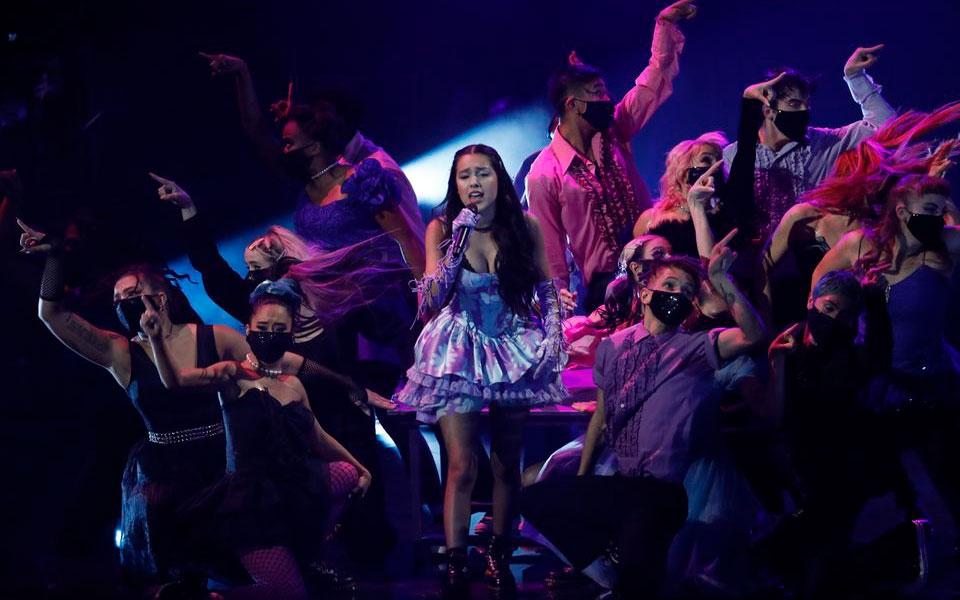Olivia Rodrigo trình diễn tại lễ trao giải. (Ảnh: Reuters)