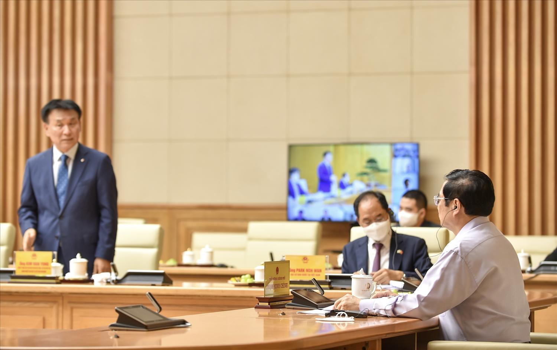 Thủ tướng Phạm Minh Chính lắng nghe ý kiến của các doanh nghiệp Hàn Quốc - Ảnh: VGP/Nhật Bắc