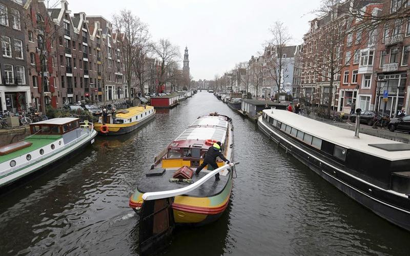 Được biết đến với những con đường dành cho xe đạp và kênh đào, Amsterdam được ca ngợi về tính bền vững và không gian xanh. Ảnh: Reuters