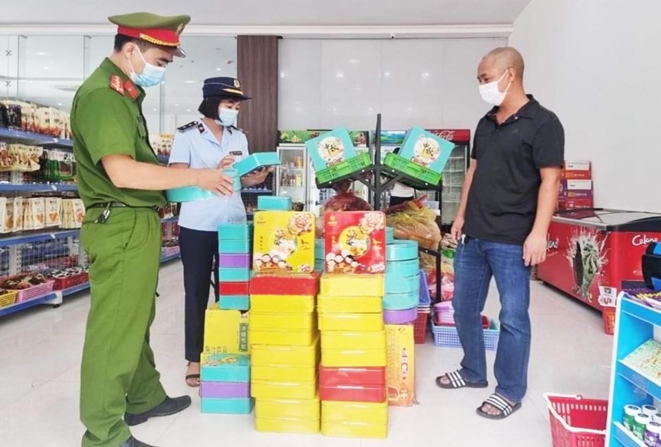 Chỉ trong 10 ngày, từ 4 - 14/9, lực lượng chức năng tỉnh Bắc Giang đã thu giữ hơn 10.000 bánh Trung thu không rõ nguồn gốc, xuất xứ