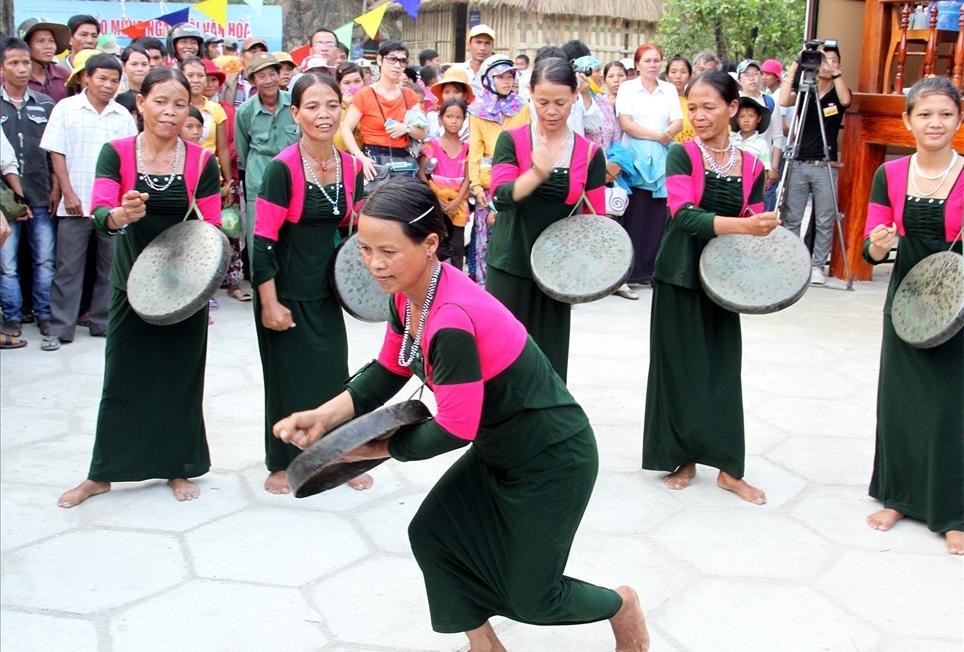 Nét đẹp trang phục truyền thống của phụ nữ Raglay cần được bảo tồn