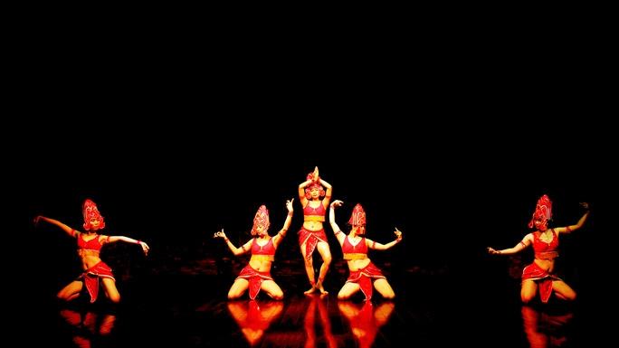 Điệu múa Apsara của người Chăm (Ảnh: Quang Luật)