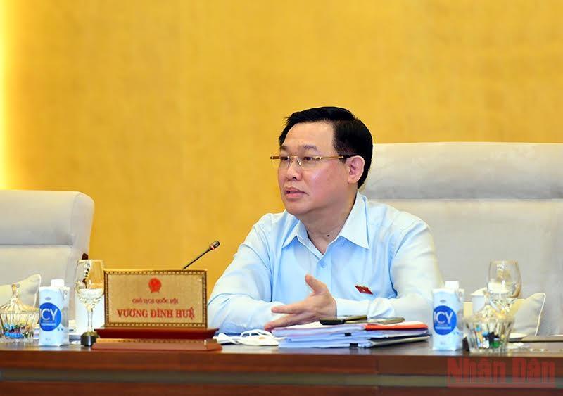 Chủ tịch Quốc hội Vương Đình Huệ phát biểu ý kiến tại phiên họp. Ảnh: Duy Linh