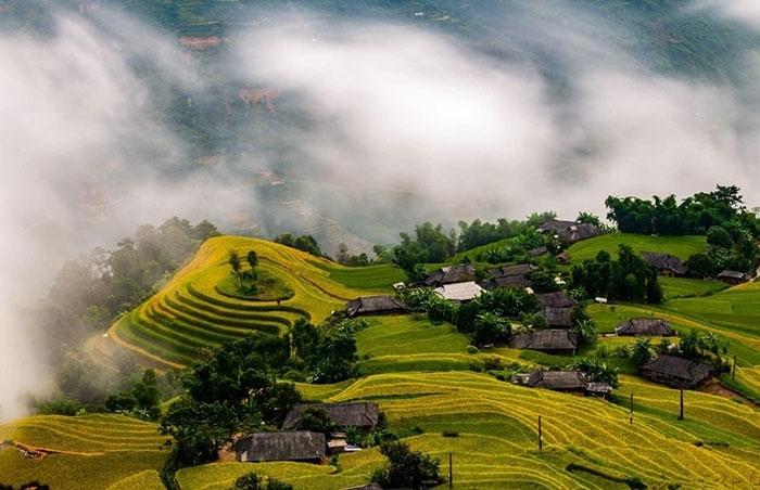 Huyện miền núi Hoàng Su Phì nằm ở phía Tây của Hà Giang được xem như một trong những lợi thế du lịch của tỉnh với cảnh quan thiên nhiên đẹp mắt, những cánh rừng nguyên sinh rộng lớn, những thửa ruộng bậc thang đẹp như tranh vẽ hay nhiều di tích, di sản được xếp hạng cấp quốc gia,…
