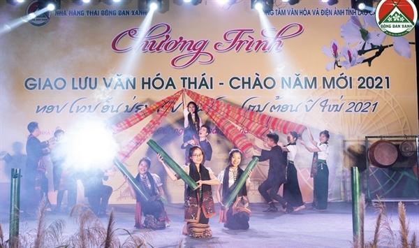 Tiết mục múa trong buổi giao lưu do Hà Trung làm tổng đạo diễn