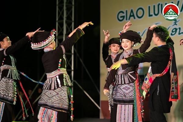 Tiết mục múa do Hà Trung làm tổng đạo diễn