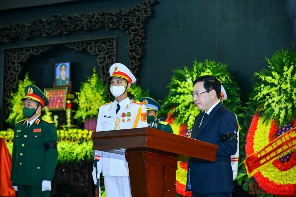 Phó Thủ tướng Thường trực Phạm Bình Minh, Trưởng Ban lễ tang đọc lời điếu tại Lễ truy điệu đồng chí Phùng Quang Thanh
