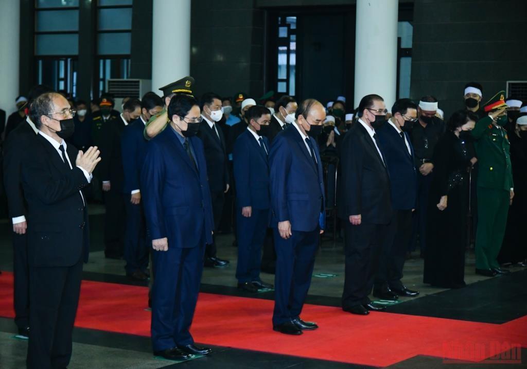 Các đồng chí lãnh đạo, nguyên lãnh đạo Đảng, Nhà nước viếng đồng chí Phùng Quang Thanh.
