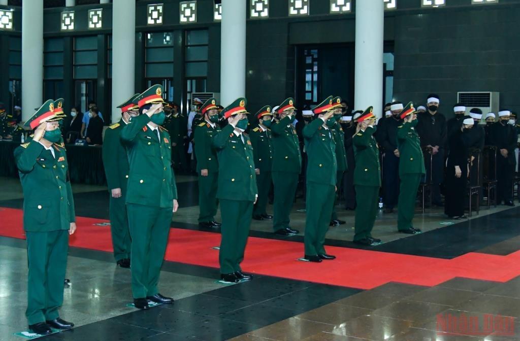 Đoàn Quân ủy Trung ương, Bộ Quốc phòng do Đại tướng Phan Văn Giang, Ủy viên Bộ Chính trị, Bộ trưởng Quốc phòng, dẫn đầu vào viếng Đại tướng Phùng Quang Thanh.