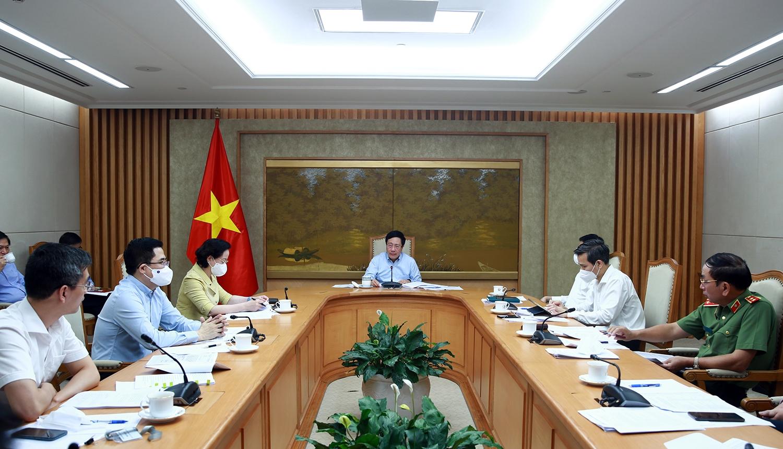 """Phó Thủ tướng Thường trực Chính phủ Phạm Bình Minh chủ trì phiên họp để rà soát tiến độ xây dựng các chuyên đề thuộc Đề án """"Chiến lược xây dựng và hoàn thiện Nhà nước phát quyền XHCN Việt Nam đến năm 2030, định hướng đến năm 2045"""" chiều ngày 16/9. Ảnh: VGP/Hải Minh"""
