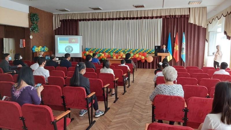 Lễ Khai giảng lớp tiếng Việt tại trường mang tên Chủ tịch Hồ Chí Minh tại thủ đô Ukraine