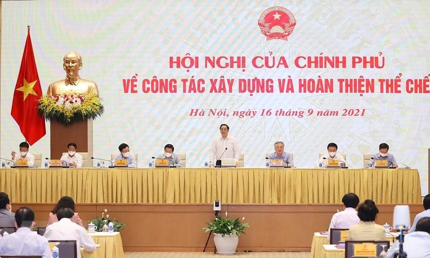 Thủ tướng Phạm Minh Chính chủ trì hội nghị của Chính phủ về công tác xây dựng và hoàn thiện thể chế, được kết nối tới tất cả các tỉnh, thành trong cả nước. (Ảnh: Dương Giang/TTXVN)