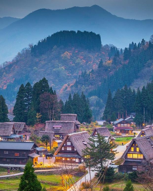 Vào mùa Thu, làng Shirakawa-go đẹp như một bức tranh cổ tích