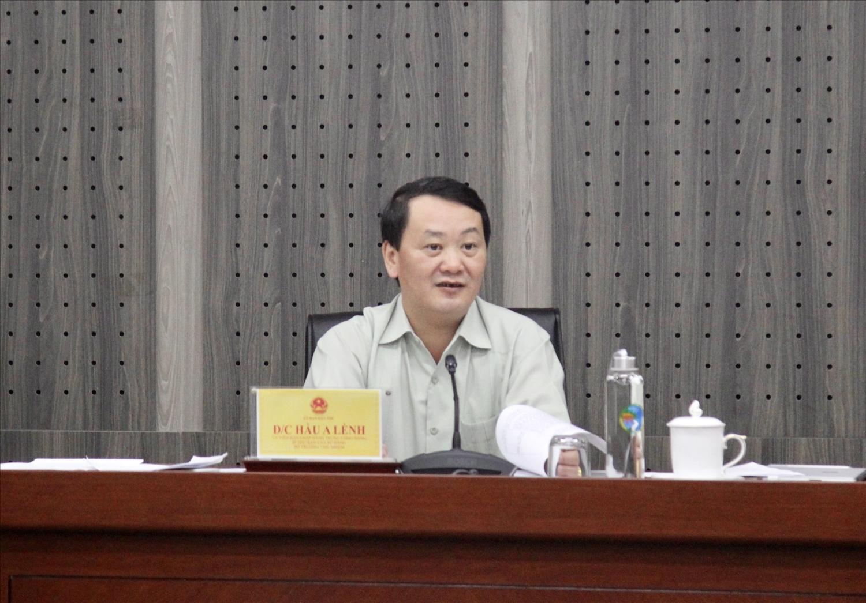 Bộ trưởng, Chủ nhiệm UBDT Hầu A Lềnh chủ trì buổi làm việc