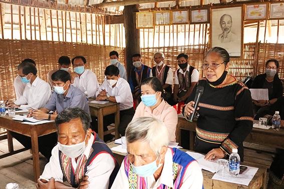 Đại diện người dân thôn Plei Tơ Nghia phát biểu ý kiến