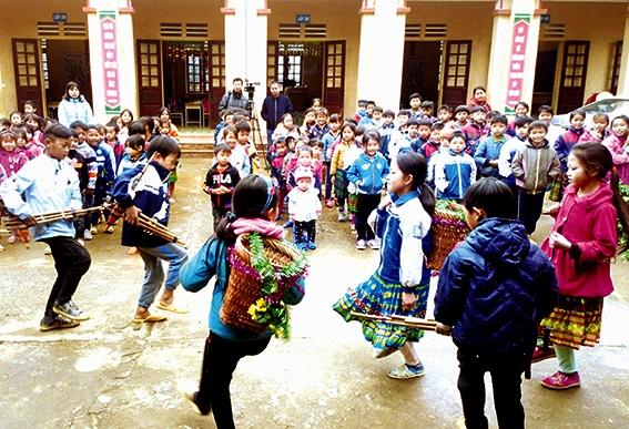 Ngành GD&ĐT huyện Tân Sơn luôn chú trọng giáo dục bản sắc văn hóa dân tộc cho học sinh. (Ảnh tư liệu, chụp trước ngày 27/4/2021))