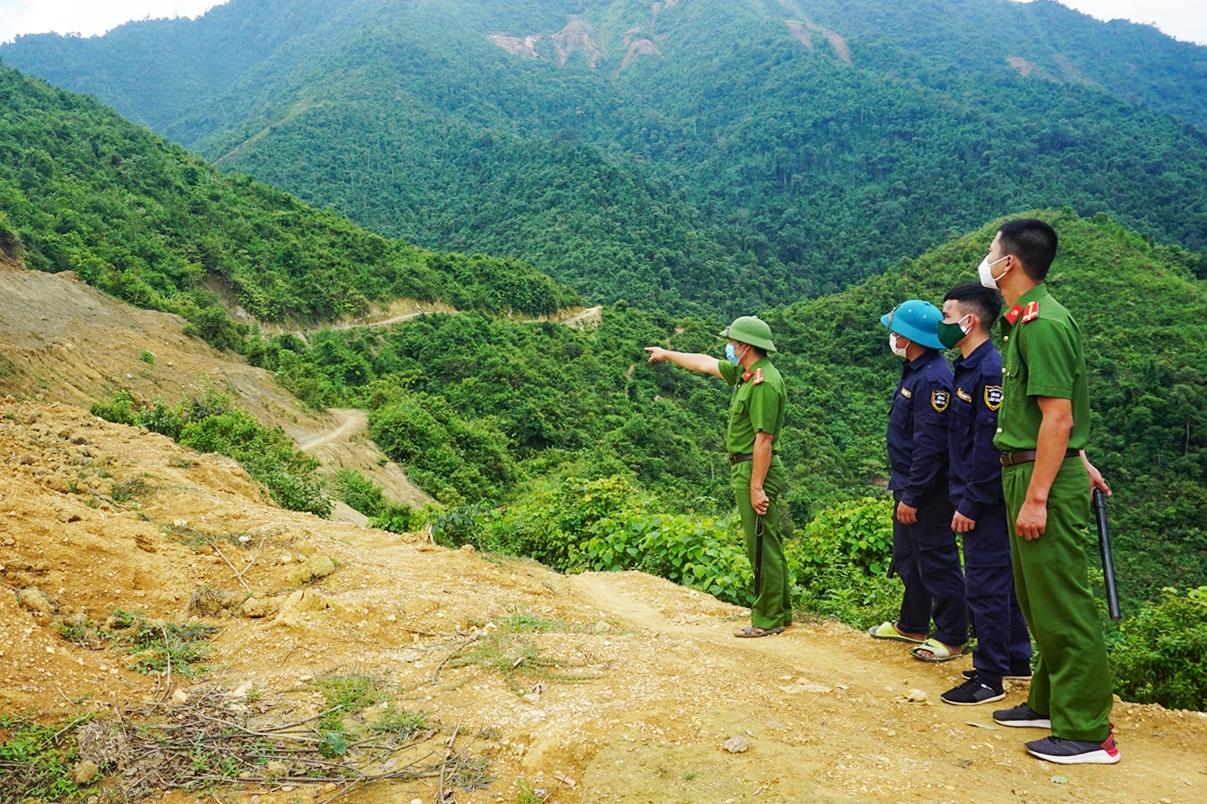 Lực lượng bảo vệ thường xuyên tuần tra, kiểm tra không cho người dân quay trở lại khai thác vàng trái phép