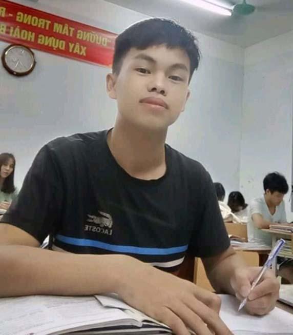 Năm lớp 12, Hạng Mí Ly giành giải Nhì học sinh giỏi môn Sử cấp tỉnh và đạt danh hiệu học sinh giỏi của trường. (Ảnh: Nhân vật cung cấp)